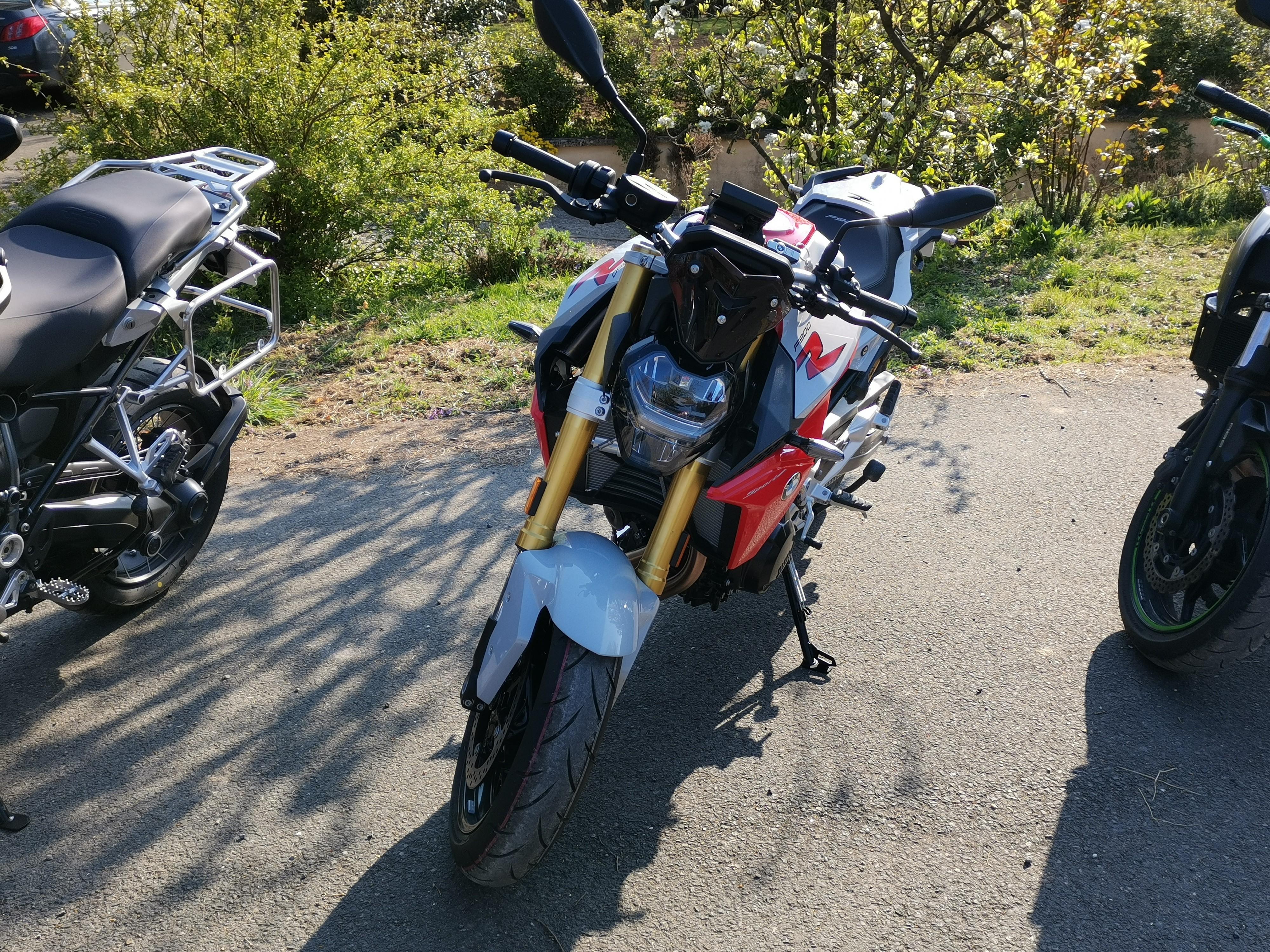 Nord location rider bmw f900 r de location