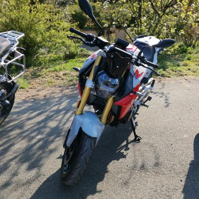 Nord location rider bmw f900 r de location